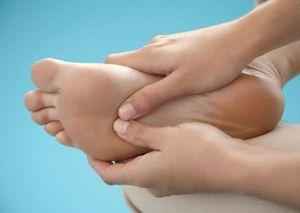 De ce picioarele și tocurile sunt rănite după o plimbare lungă?