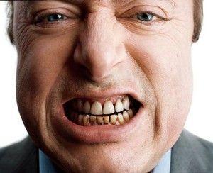 De ce există o placă neagră pe dinți