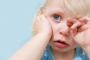 Ce se întâmplă dacă urechile copilului rănesc?