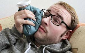 Compresia va ajuta la ameliorarea durerii cu înțelepciunea dentiției