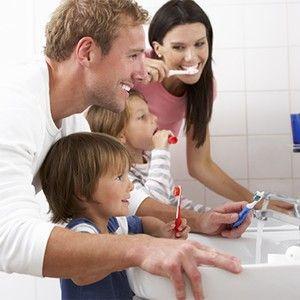 Curățarea dinților întregii familii