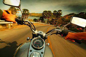 Pentru a călări o motocicletă pe drum într-un vis