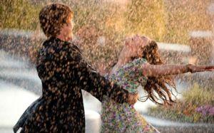 Pentru schimbările din viața lui personală, dansul din ploaie visează