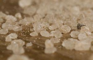 Cristale mari de sare într-un vis