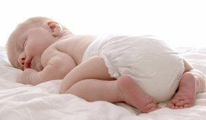 În ce poziție este mai bine să-i dai copilului să doarmă
