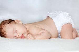 În ce poziție puteți dormi un nou-născut