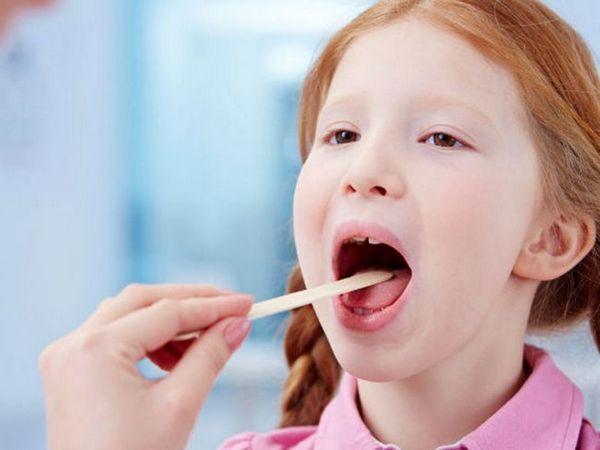 Cum de a vindeca o durere în gât pentru un copil