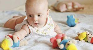 Cum să înveți bebelușii să se răstoarne pe stomacuri