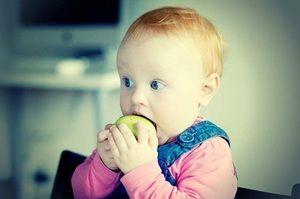Câte luni pentru a da copilului alimente solide