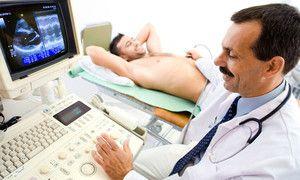 Doctor urolog - examen în cabinetul medicului