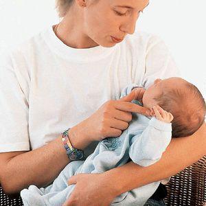 Cât de corect să luați mâinile unui nou-născut