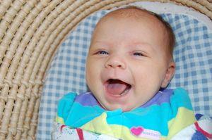 Cum se dezvoltă copilul în 2 luni
