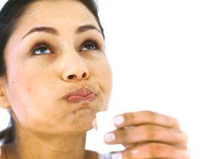 Mai degrabă decât să clătiți sau să ghemuiți o cavitate orală la o durere de dinți