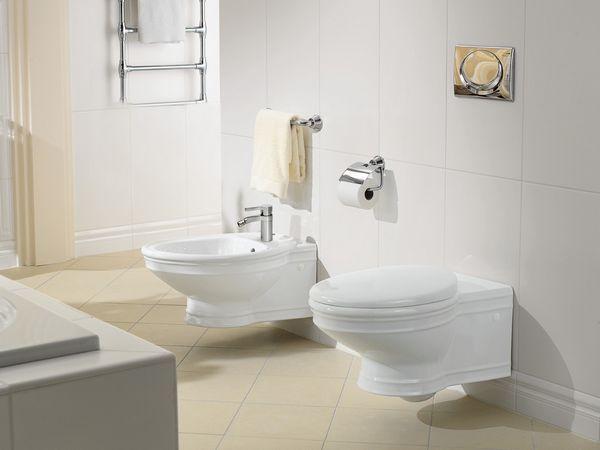 Toaletă și bideu în sala de toaletă modernă