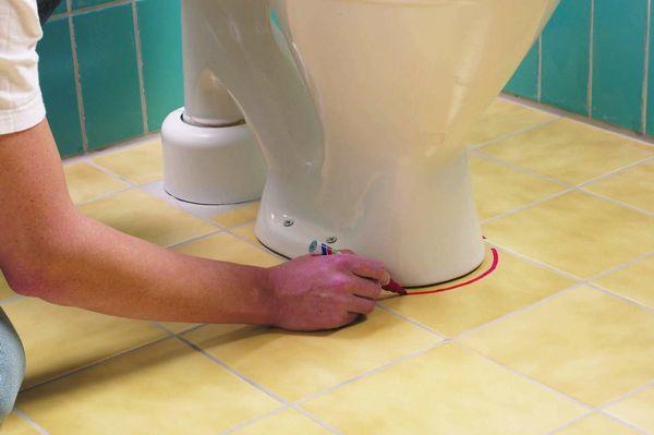 Marchează locul de instalare a bolului de toaletă viitor