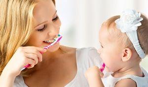 Când începeți să vă spălați dinții copilului