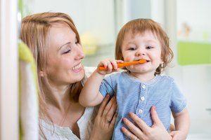 Cum să-i înveți pe un copil să-și spele dinții
