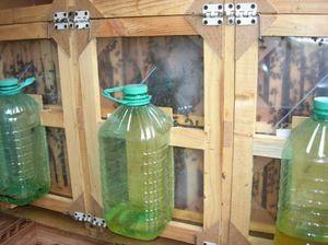 Alimentatoare externe pentru albine