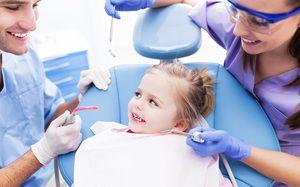Vizitați medicul dentist