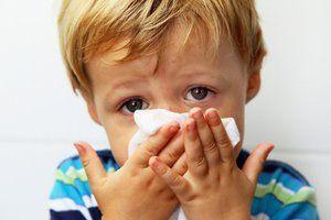 Semne de Staphylococcus aureus în nasul unui copil