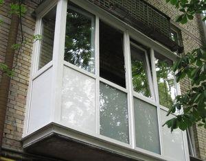 Care sunt opțiunile pentru balustradele vitrate în Hrușciov