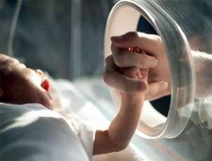 Copilul prematuri are nevoie în special de intimitate cu mama