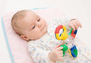Dezvoltarea copilului în 4 luni