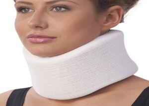 Principiul utilizării unui guler ortopedic pentru tratamentul osteocondrozei gâtului la femei