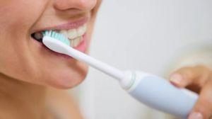 Pentru a menține dinții sănătoși este important să aveți grijă în mod corespunzător și în mod regulat după ei