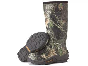 Rochia în pădure corect și atent arata sub picioarele tale