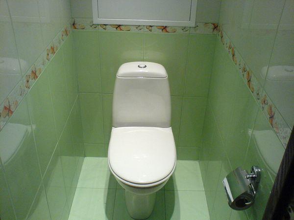 Instalarea obiectelor sanitare: bolta de toaletă în toaleta verde