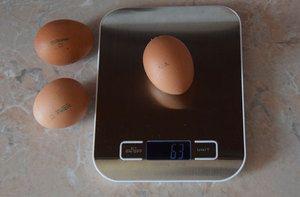 Greutatea unui ou de găină, cât de mult cântărește un gram fără coajă