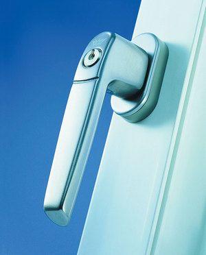 Blocarea încuietorilor pe ferestre din metal-plastic